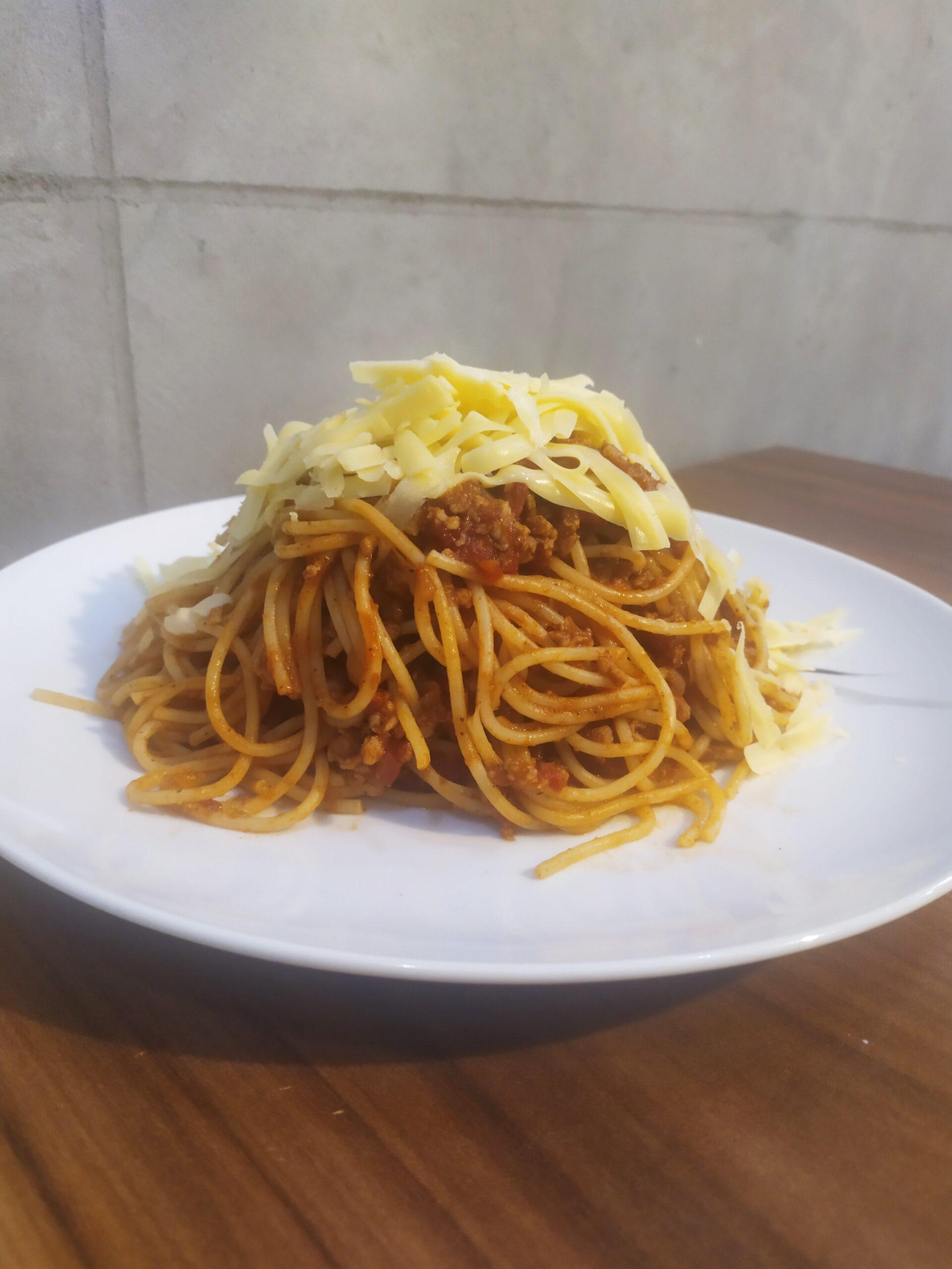 Spaghetti posypane parmezanem
